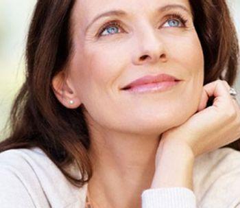 5 ejercicios faciales para prevenir las arrugas