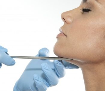 Implantes de pómulos y mentón