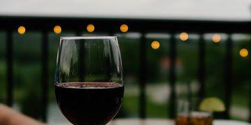 Desmintiendo mitos, el vino no es perjudicial para la estética dental