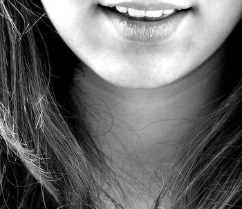 Carillas dentales detrás de las sonrisas perfectas de Hollywood