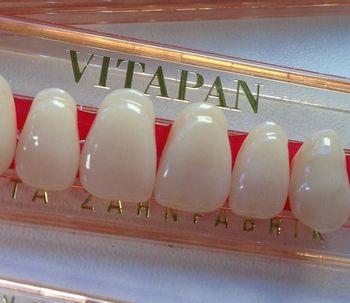 Prótesis dentales fijas o removibles