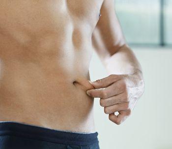 Mitos sobre la barriga masculina, ¿la cirugía puede eliminarla?