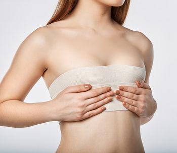 ¿Se pierde volumen o tamaño tras aumento de pecho por la desinflamación?