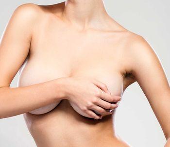 ¿Cuáles son los riesgos en una operación de aumento de pecho?