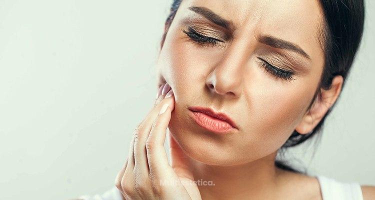 La sensibilidad dental comienzan cuando las encías comienzan a separarse de los dientes