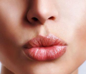 Conoce la técnica V-Y para  aumentar el tamaño de tus labios