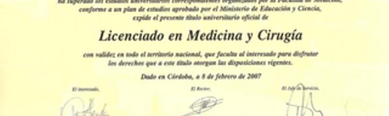 Título de Licenciado en Medicina y Cirugía por la Universidad de Córdoba