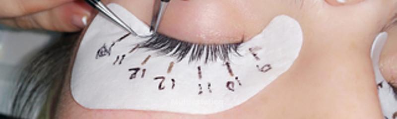 Puesta de extensión de pestañas pelo a pelo