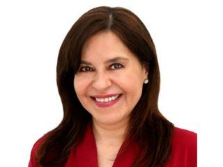 Claudia Larrarte - Cirujano Estético