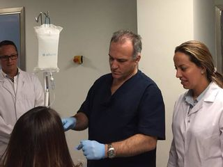 Nuestro director médico Dr. Alvarez Marín y el equipo médico de ELIPSE