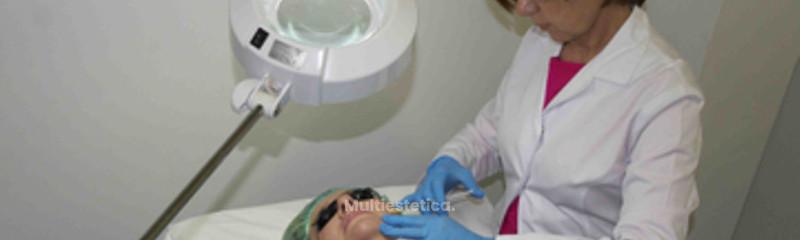 Tratamiento de rejuvenecimiento facial y vitaminas