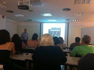 El Dr. Eduardo Gil impartiendo clases en la Universidad de Alcalá