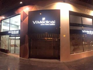Fachada Vimedical noche