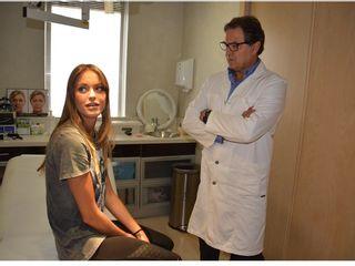Doctor Ortiz en su consulta