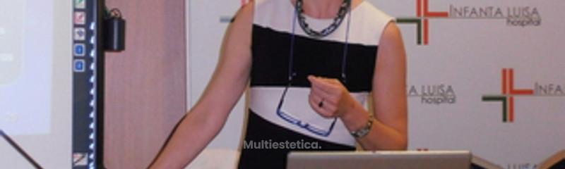 Dra. Sánchez durante la presentación de un curso