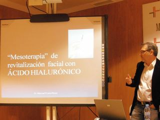 Dr. Prieto durante la presentación de un curso