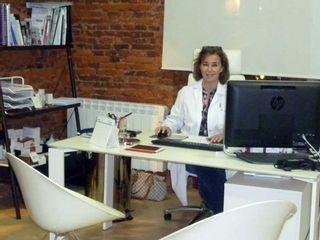 Dra. Lourdes Gamo en consulta