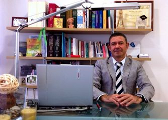 Dr. Juan José Cervantes