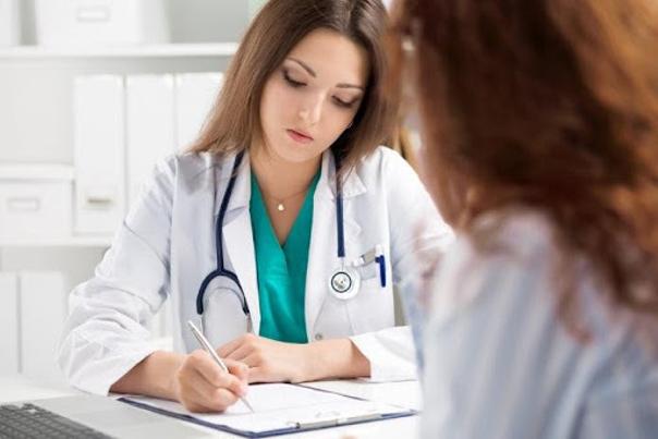 Consulta con una médico