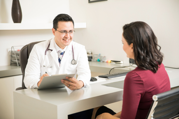 Vista con doctor láser vascular