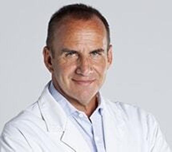 doctor cirugía abdominal