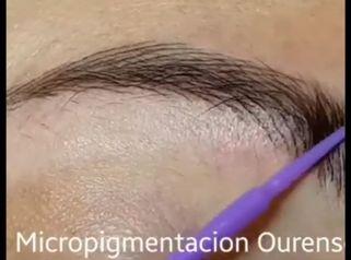 Micropigmentación de cejas.